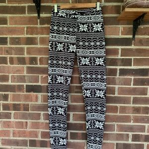 882c1ec437a2a4 Like new Just Cozy black white thermal leggings